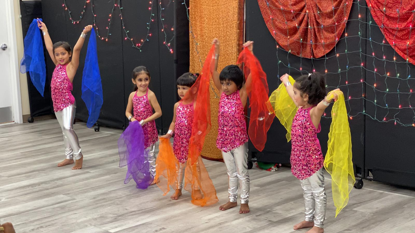 https://jhalakdanceacademy.com/wp-content/uploads/2020/05/PHOTO-2019-11-02-16-36-18.jpg