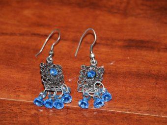1 Pair of Earrings