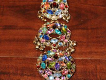 https://jhalakdanceacademy.com/wp-content/uploads/2020/05/jewelry-rental-26.jpg