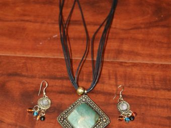 1 Necklaces with Earring